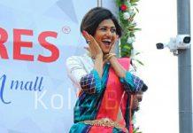 Oviya signs Horror Comedy Pallu Padama Paathuka