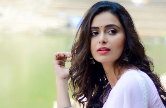 Actress Meenakshi Dixit Stills